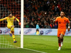 Memphis Depay celebrates scoring against Lloris. GOAL