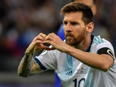 Messi recebe camisa do Flu. Goal