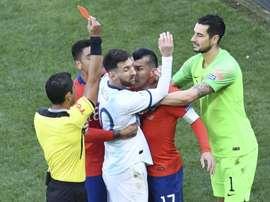 Messi é expulso contra o Chile. Goal