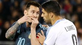 Suárez faz mais gols de falta do que Messi. Goal