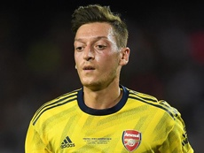Özil absent contre Burnley. GOAL