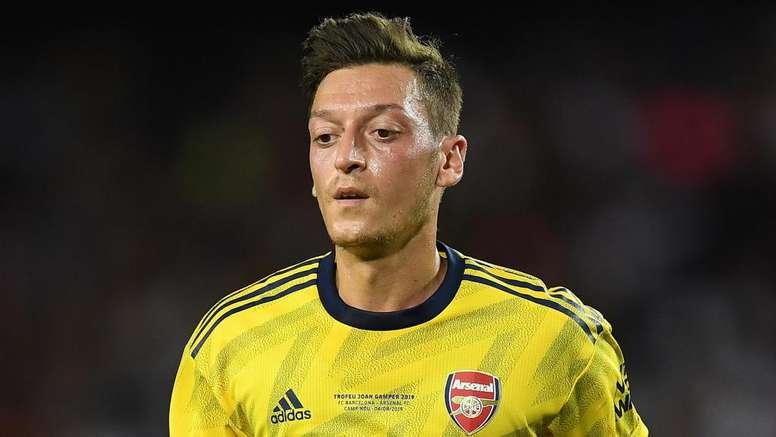 Özil absent contre Burnley. GOAL