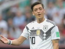 Neuer defende Özil em polêmica