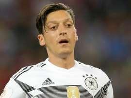 Alemanha deveria ter banido Ozil e Gundogan. Goal