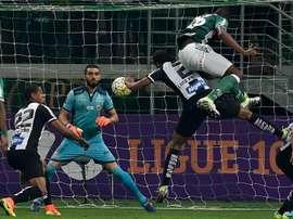Choro de Vanderlei na Vila Belmiro mostra que é possível ser ídolo em dois times. Goal