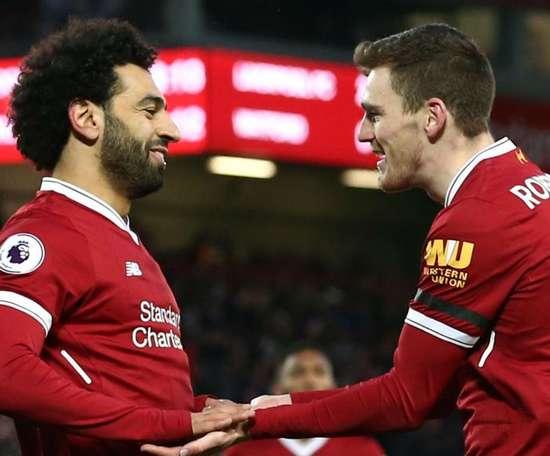 Robertson difende Salah. Goal