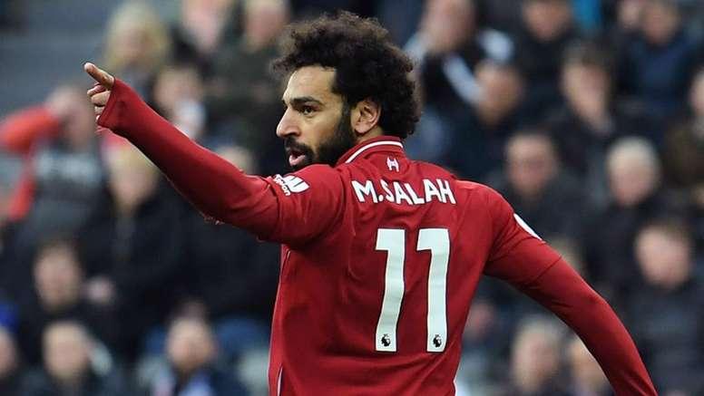 Salah si imbuca in un selfie... di due tifosi dell'Everton. Goal