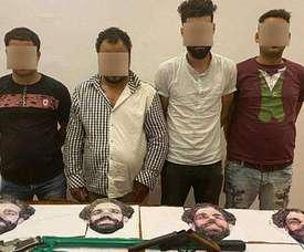 Des braqueurs avec des masques de Salah arrêtés par la police égyptienne. goal