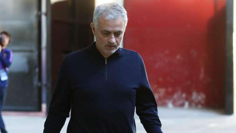 Jose Mourinho wants to stay 'loyal' to Tottenham squad amid striker pursuit. GOAL