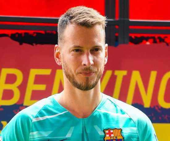 Barcelona goalkeeper Neto ruled out for up to two months. GOAL