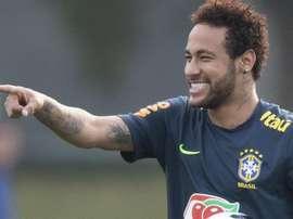 Drible em Neymar vira piada na Seleção. Goal