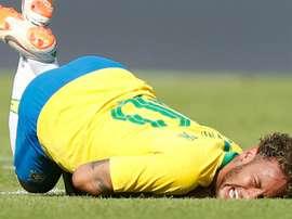 Neymar received rough treatment from the Austrians. GOAL