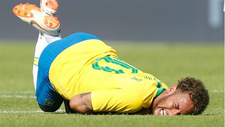 Neymar received rough treatment from the Austrians. GOAL