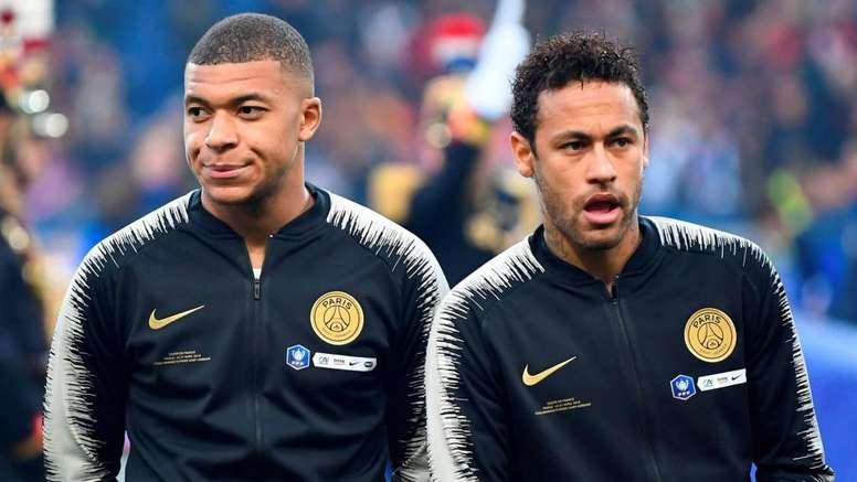 PSG não cogita negociar Mbappé, mas pode vender Neymar. GOAL