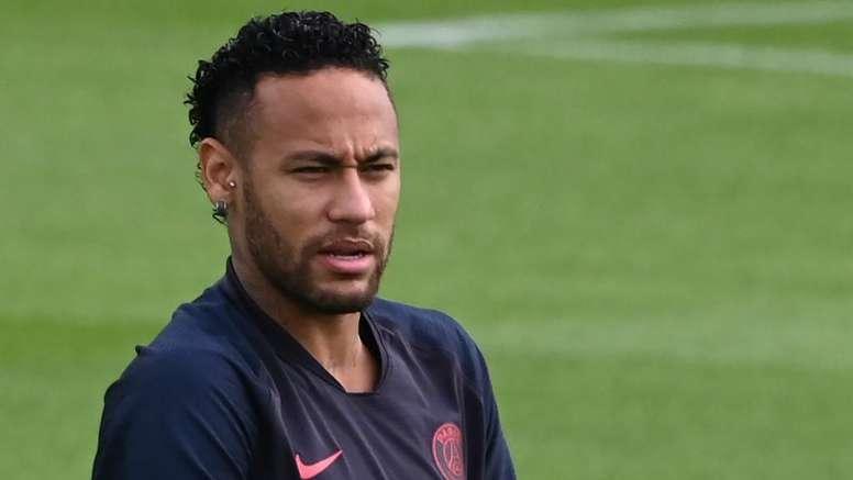 Problemas fiscais de Neymar atrapalham os planos de Barça e Real. Goal