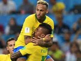 Brasil vence 'guerra' contra Sérvia e se garante nas oitavas. Goal