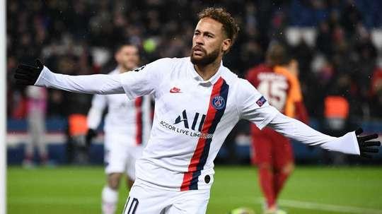 Neymar e Cavani selam a paz com pênalti na Champions. Goal