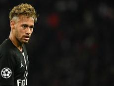 UEFA nega recurso e mantém suspensão de Neymar na Champions League. AFP