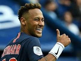 Jogador do Liverpool minimiza simulações de Neymar