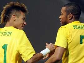 Neymar et Robinho. GOAL