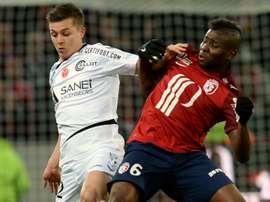 De Preville à la lutte avec Ibrahim Amadou lors du match de Ligue 1 entre Lille et Reims. Goal