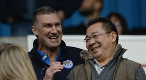 Nigel Pearson pictured with Vichai Srivaddhanaprabha. GOAL