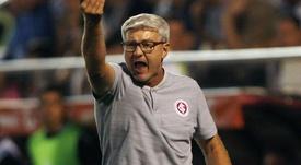 Na corda bamba após derrota, Odair confia em permanência no Inter.