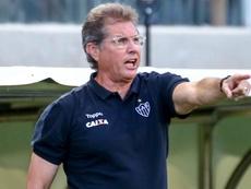 Oswaldo de Oliveira já pediu desculpas pela confusão no jogo contra Atlético -MG. Goal