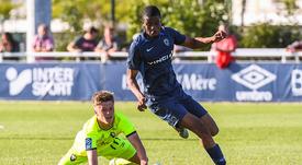 Ousmane Camara signe son premier contrat professionnel. goal