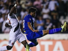 Léo faz o primeiro gol do jogo em São Januário. Goal