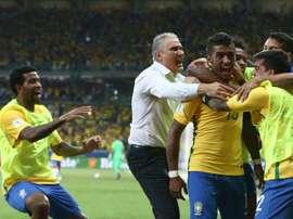 Paulinho, Tite, Fagner, Willain e Gil. Brasil se sente em casa em Itaquera. Goal