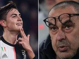 Juventus, siparietto Sarri-Dybala: sorriso e stretta di mano al cambio