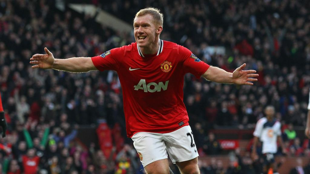 Scholes celebrated as Man Utd legend makes playing comeback