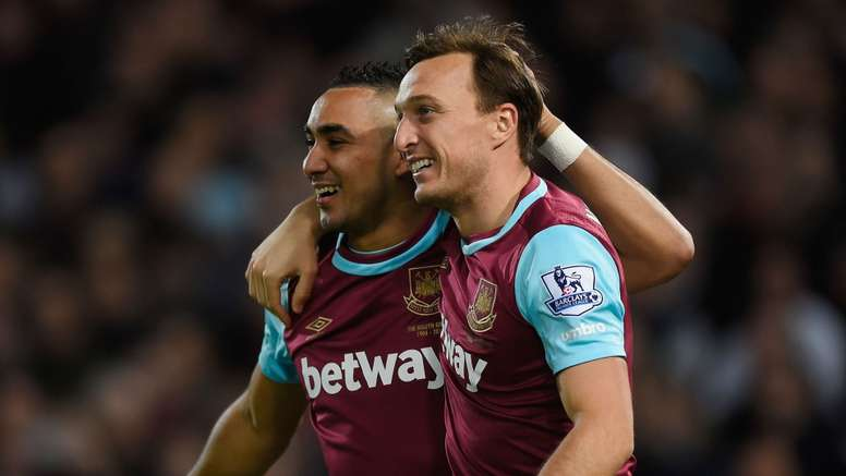 Noble (R) believes that Payet will stay with West Ham. Goal