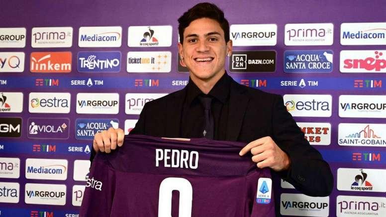 Pedro regala la maglia a un tifoso. Goal