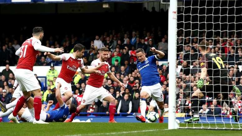 Il Napoli si affida alla difesa dell'Arsenal: fuori casa è un disastro. Goal