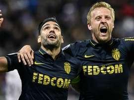 Radamel Falcao et Kamil Glik lors du Lyon-Monaco. Goal
