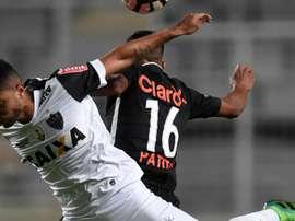 O volante está castigado e vai perder a próxima partida da Libertadores. Goal