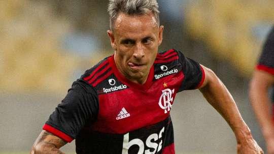 Proposta do Olympiakos agrada e Rafinha está perto do adeus ao Flamengo. AFP