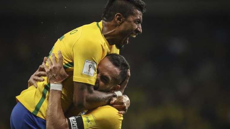 Renato Augusto e Paulinho são dois dos brasileiros impedidos de entrarem no país. Goal