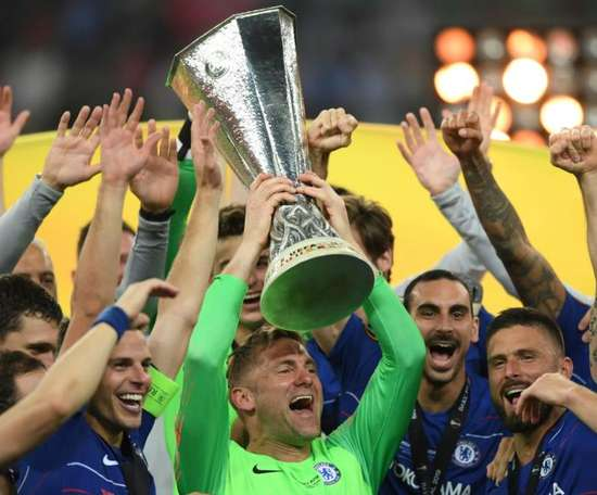Robert Green with the Europa League trophy. GOAL