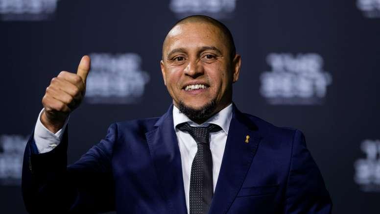 Mais de um ano depois, Roberto Carlos volta aos bancos. Goal