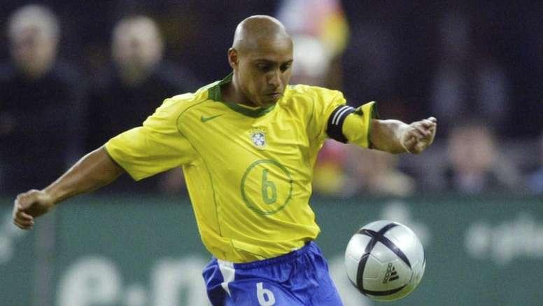 Roberto Carlos falou sobre a rixa que tem com Galvão desde a eliminação do Brasil em 2006. Goal