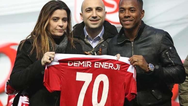 Robinho trocou o 'Galo' pela Turquia. GOAL