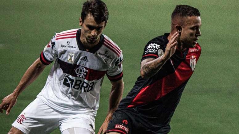Jogadores pedem tempo para assimilarem o jogo posicional de Domènec. AFP