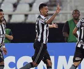 Com casa cheia e empurrado pela torcida, Botafogo domina Nacional e avança na Sul-americana