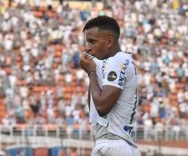 Rodrygo brilha com dois gols e assistência em vitória do Santos