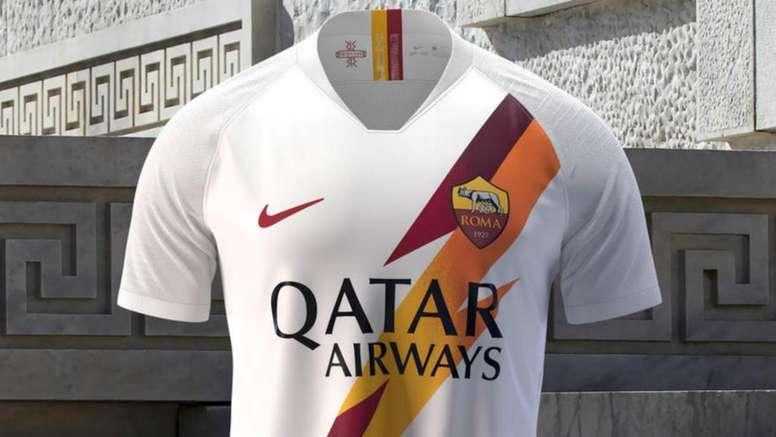 Roma, svelata la seconda maglia: bianca con un fulmine giallorosso