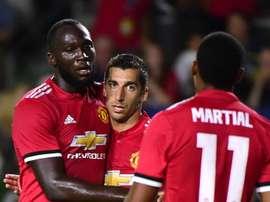 Mourinho félicite Lukaku pour sa performance. GOAL
