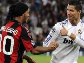 Ronaldinho Gaúcho parabenizou Cristiano Ronaldo pelo prêmio recebido. Goal